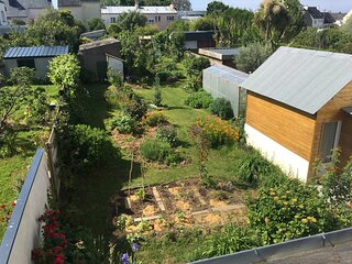 Tiny house in secured garden in Lorient
