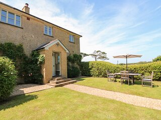 THE COACH HOUSE, coastal cottage with stunning sea views, luxury accommodation