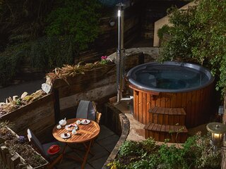 Swallows End – stylish bolthole with hot tub and pool in Dartmoor National Park