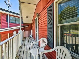 'The Cozy' Apartment in Otis - Shared Dock & Grill