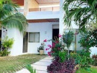 Modern 2 Bedroom townhome in Golf course!, alquiler vacacional en Chacalal