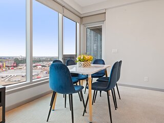 Simply Comfort. 2BR 2BA Stampede and Calgary Tower View. Free park