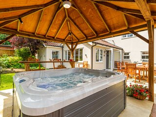 Woodside House | Luxury Family Home with Large Garden and Hot Tub!
