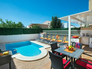 Villa Corella, central location near the sandy beach and amenities