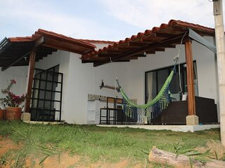 Se renta cabaña tipo loft con 7500 m2 zona verde, sauna, piscina y área fogata