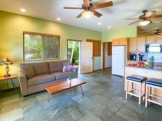 Aloha AKU CoCoPalm Suite - Beachfront 1 BR/Bath - LRwFull Kit, Lanai, AC, WiFi