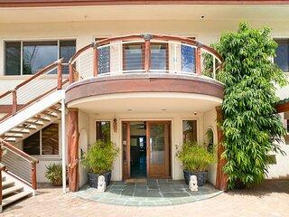 Aloha AKU Hula Suite - Beachfront, 1 BR/Bath, LR w/Full Kit, Lanai, AC, WiFi