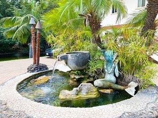Aloha AKU Bamboo Suite - Beachfront, 1 BR/Bath, LRw/Full Kit, Lanai, AC, WiFi