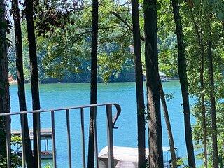 Lake Front, Dock, Tennis Courts, Golf, Pool, Hot Tub, Gated Oasis on Lake Lanier