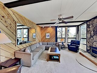 Condo with Great Views - Close to all Mammoth Recreation! (Unit 543 at 1849)