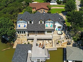 NEW! Lavish Lake House, Near Vineyards + Marinas!