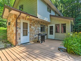 NEW! Secluded Pocono Lake Home: Fire Pit & Hot Tub