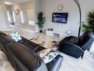 Plush residence mins from Niagara Falls and Brock university