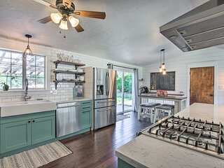 Mountainside Lovers Oasis w/ Deck, Walk to Trails!