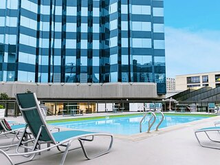 Kasa Austin ★ Study ★ Pool Access in a Student Housing Unit ★ Steps to UT Campus