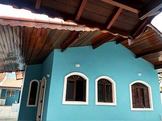 Casa com lazer e a 200 m da praia em Peruíbe/SP