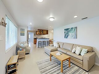 Englewood Gem | Home Office & Gourmet Kitchen | 6 Min to Beach