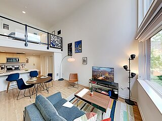 Wallingford 45   Gorgeous Loft with AC   Walk Score of 96   Rooftop Deck