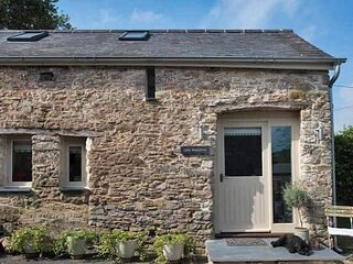 Luxury self-contained cottage for two with private hot tub