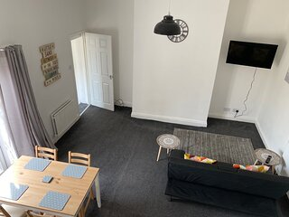 Cottage In City Nr Uni/Hospital Fast WIFI Parking