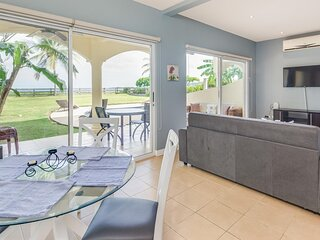 Updated 2-bedroom condo on beach with pool
