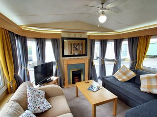 Ty Glan Mor is a luxury caravan, fully equipped for 6.