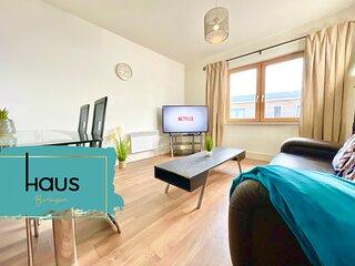 Haus Central 2 Bed Penthouse - Secure Parking & Terrace