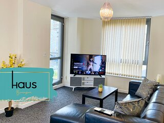 Haus Apartments 2 Bed with Parking, Balcony & Gym