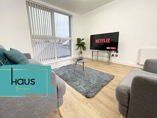 Haus Apartments 2 Bedroom with Parking
