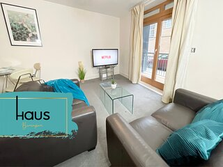 Haus Apartments City Centre With Balcony & Parking