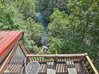 NEW! Treetop Cabin w/ Incredible Views & Hot Tub!