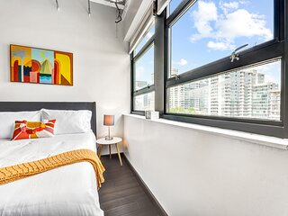 Skybox Studio with AMAZING VIEWS in Midtown!