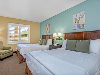 Near Disney - 1BR with Two Queen Beds - Pool, Hot Tub and Gym!