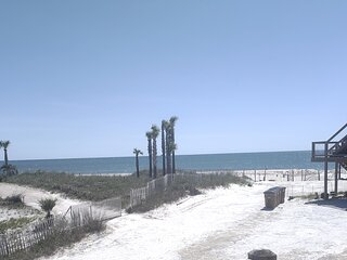 100 STEPS TO BEACH W/ GULF VIEWS - COMPLETELY RENOVATED NEW LISTING & GREAT RATE
