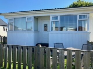 Chalet 147, Detached, Sleeps 5/6, Recently renovated, Free view, Wi-Fi, Parking, holiday rental in Bridlington