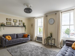 Harbour View - Stunning Margate Seafront Home
