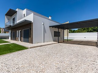Captivating 4-Bed House in Cadaval district-Lisbon