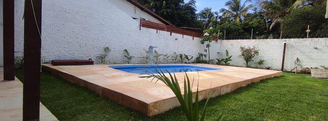 CasaBlanca Pipa Beach House é uma casa privada com piscina de 5 metros, 1 suite, 1 4, 3 WC, cozinha