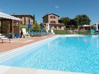 Villa 10px con giardino privato e piscina panoramica