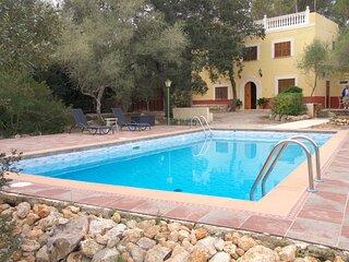 Rural villa sleeps 6/8 Wi Fi , A/C, Private swimming pool.