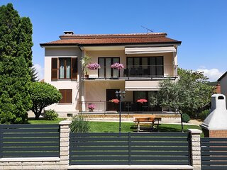 Diana - spacious apartment  in central Istria