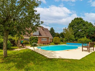 Alderfen View   Beautiful 5-bedroom property with outdoor swimming pool!