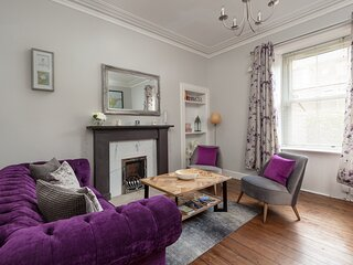 412 Lovely 2 bedroom apartment in Abbeyhill Colonies