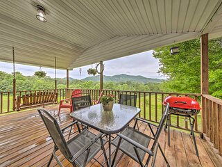 NEW! Pet-Friendly Murphy Home with Mountain Views!