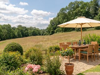 Court Cottage, Painswick - sleeps 8 guests  in 4 bedrooms