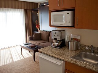 Studio in Heart of the Strip with Resort Rooftop Pool & More