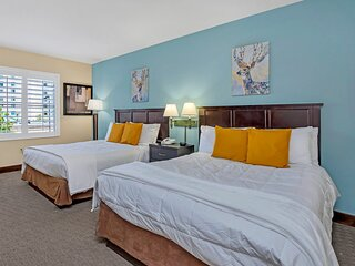1BR with Two Queen Beds - Pool and Hot Tub, Near Disney!