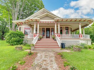 Spacious Victorian Home With Mountain Views And Lots Of Fun Extras!!