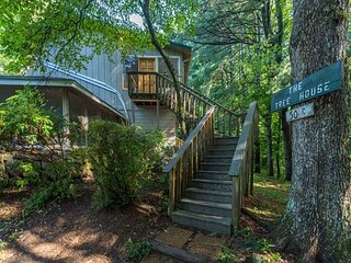 Tree House at Lakemont | Pet-friendly & Sun Room with Stunning Woodland Views