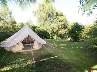 Tranquil countryside bell tent for two with fabulous views